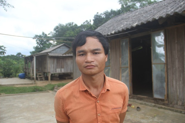 Cuộc sống của gia đình Hồ Văn Cách gặp nhiều khó khăn tại nơi ở mới.