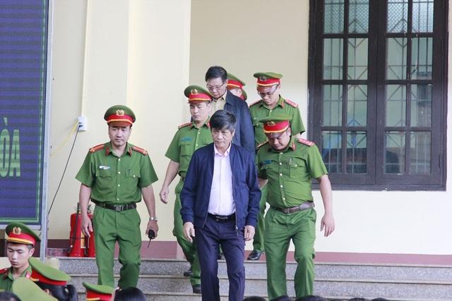 Bị cáo Nguyễn Thanh Hóa đến tòa chiều 15/11.