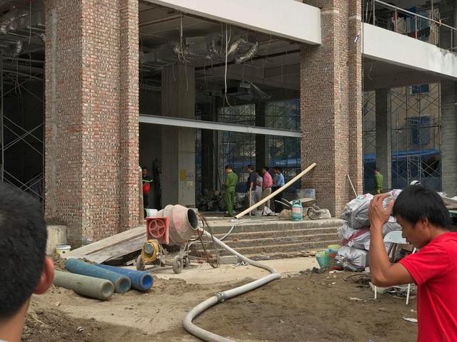 Hà Nội: Cháy công trình cao ốc đang xây, công nhân hoảng hốt bỏ chạy - 6
