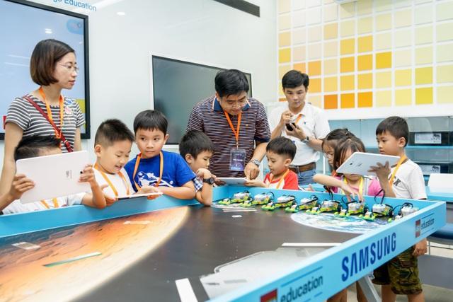 Các em có thể đến S.hub Kids TP HCM để tham dự lớp học Robotic với sự đồng hành của LEGO Education và Samsung