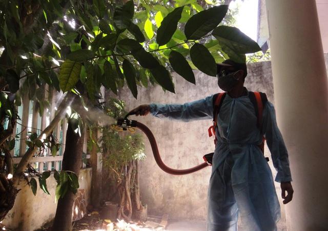 Phun hóa chất diệt ở sốt xuất huyết trên địa bàn quận Liên Chiểu