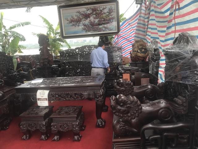 Thương lái Trung Quốc càn quét đồ gỗ trắc, 4 bộ ghế trả luôn 1 triệu USD - 5