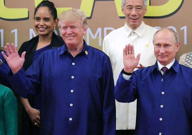 Tổng thống Trump và Tổng thống Nga Vladimir Putin dự hội nghị APEC tại Việt Nam năm 2017 (Ảnh: EPA)