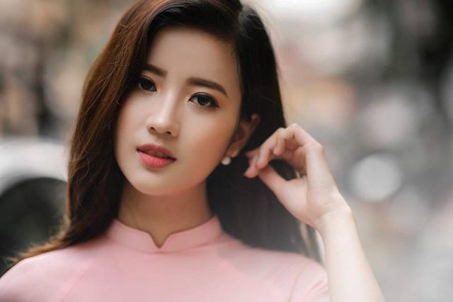 """Cổ động viên xinh đẹp liên tục """"lên sóng"""" trực tiếp trận Việt Nam - Malaysia - 5"""