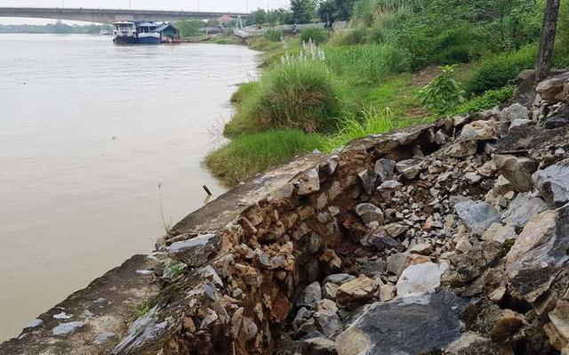 Vết sạt lở hướng về sông Mã.