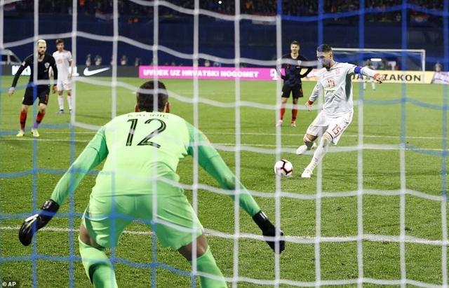 Ramos gỡ hòa 2-2 trên chấm phạt đền