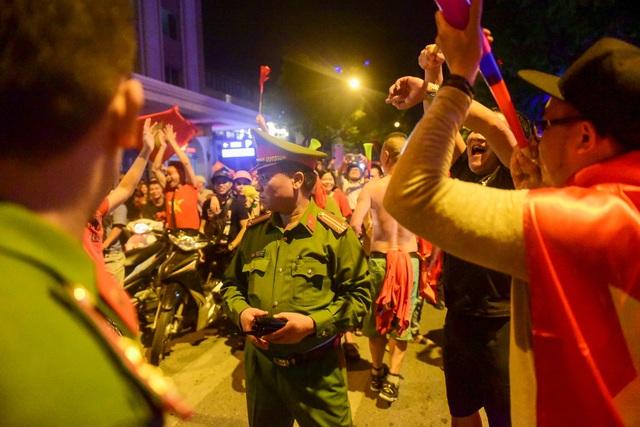 Lực lượng an ninh được tăng cường nhằm đảm bảo an ninh trên tuyến phố.