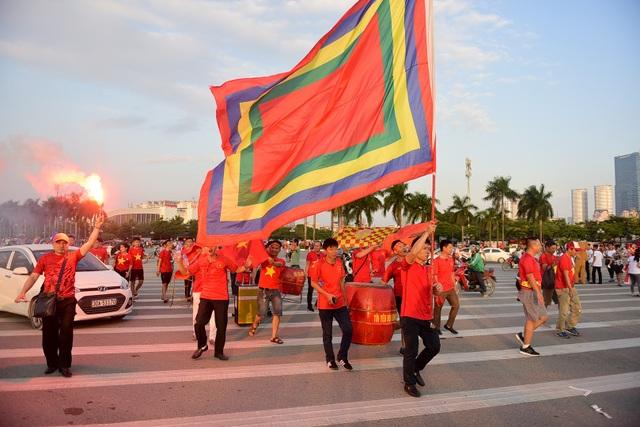 Mỹ Đình rực lửa trước thềm đại chiến Việt Nam-Malaysia - 7