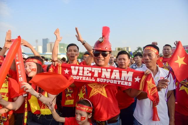 Mỹ Đình rực lửa trước thềm đại chiến Việt Nam-Malaysia - 10