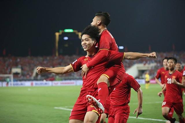 Công Phượng ăn mừng bàn thắng vào lưới Malaysia
