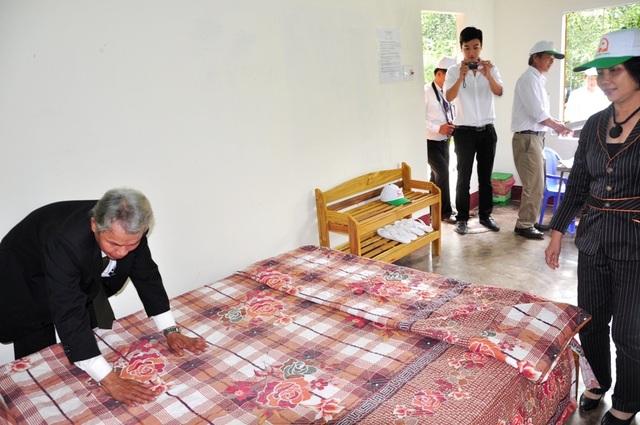 Chủ homestay ở khu vực Thánh địa Mỹ Sơn chuẩn bị phòng ốc để đón khách