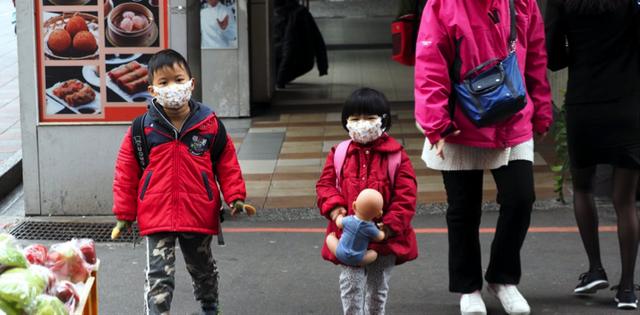 5 bí quyết phòng bệnh hô hấp cho bé trong mùa đông - 1