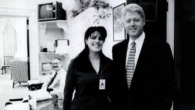 Monica Lewinsky và cựu Tổng thống Bill Clinton trong một bức ảnh chụp tại Nhà Trắng (Ảnh: Getty)