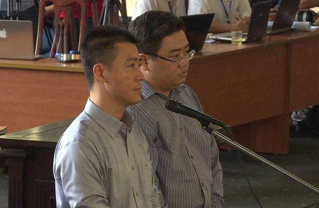 Bị cáo Phan Sào Nam (bìa trái) và Huỳnh Trọng Văn.