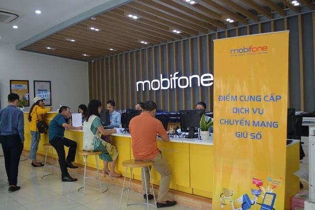Khá nhiều khách hàng đến cửa hàng tìm hiểu về dịch vụ trong ngày đầu triển khai