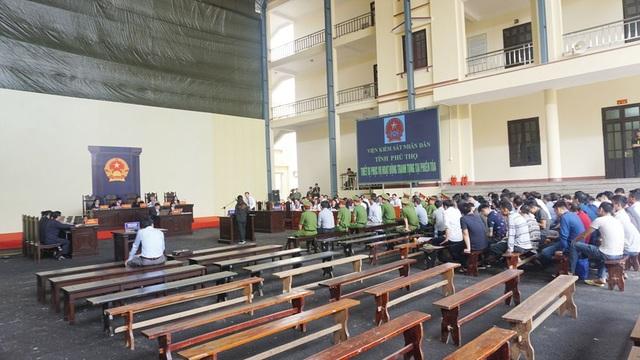 Quang cảnh phiên xét xử sáng 16/11.