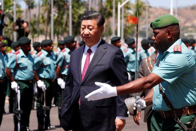 Chủ tịch Tập Cận Bình trong lễ đón tiếp tại Port Moresby nhân chuyến thăm tới Papua New Guinea ngày 16/11. (Ảnh: Reuters)