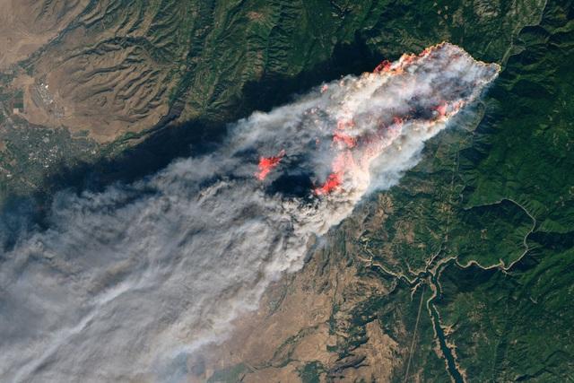 Ảnh vệ tinh chụp đám cháy Camp gần Paradise, bang California ngày 8/11 (Ảnh: Reuters)