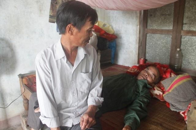 Người anh trai của anh Linh bị tâm thần nhiều năm nay.