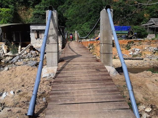 Chiếc cầu treo do ông Thiếp tự thiết kế.