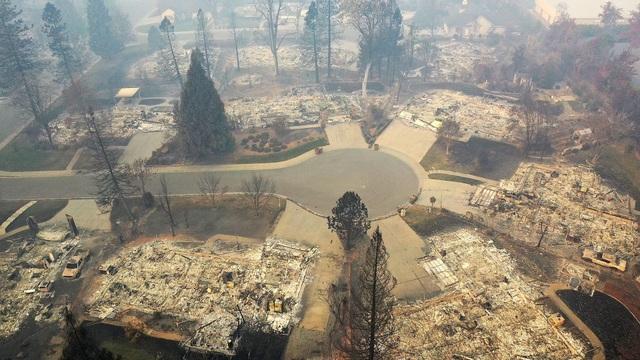 Mỹ thông báo hơn 1.000 người mất tích do cháy rừng dữ dội ở California - 1