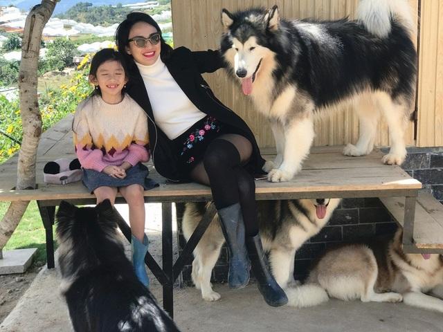 Ngọc Diễm sinh con gái Chiko năm 23 tuổi, nhưng đến khi con gái tròn 5 tuổi, cô mới lần đầu giới thiệu đến công chúng khiến nhiều người ngỡ ngàng.