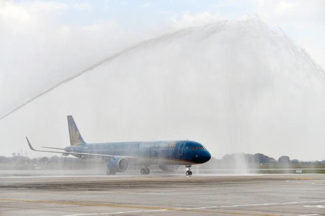 Nghi thức phun nước chào mừng tàu bay mới