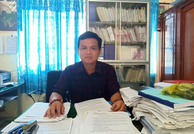 Khi nắm bắt được nhiều học sinh của trường có hoàn cảnh khó khăn, thầy Mai Văn Hùng - Hiệu trưởng trường TH và THCS Phong Đông cùng thành viên BGH quyết định thành lập Ban vận động thực hiện chương trình  Tiếp sức đến trường, giúp các học trò nghèo.