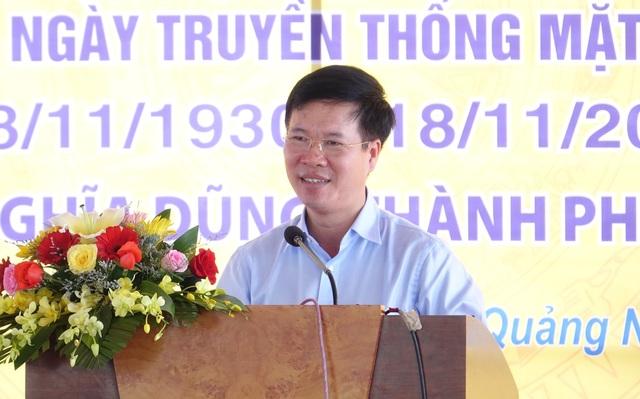 Song hành với nhiệm vụ phát triển kinh tế, Trưởng Ban Tuyên giáo Trung ương cũng đề nghị người dân thôn 5 chú trọng giữ vững tình làng, nghĩa xóm.