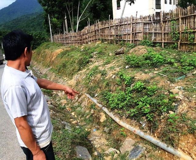Nguyên nhân của việc thiếu nguồn nước là do đường ống dẫn nước bị hư hỏng nhưng không được sửa chữa.