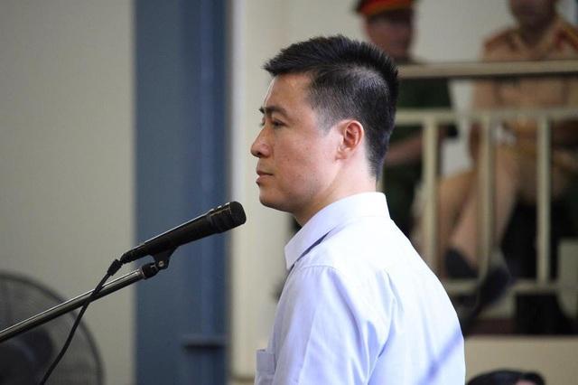 Bị cáo Phan Sào Nam khai tại tòa.