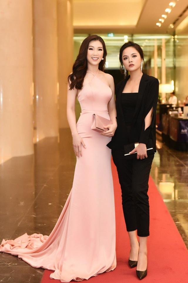 Hoa hậu Phí Thuỳ Linh và bạn thân My sói.