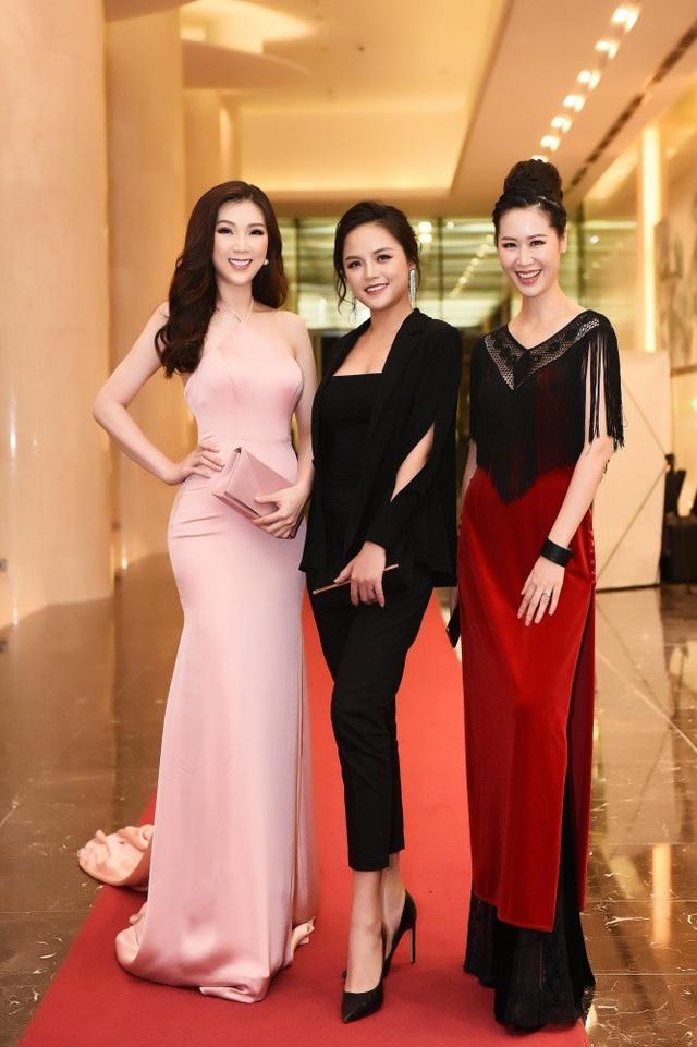 Bộ 3 Hoa hậu Dương Thuỳ Linh - My sói và Hoa hậu Phí Thuỳ Linh.