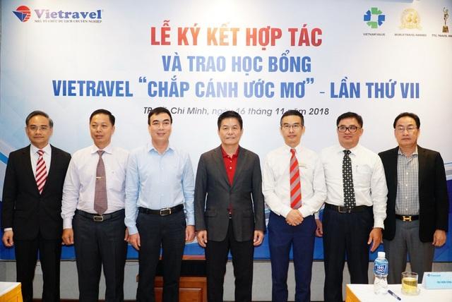 Vietravel kết thỏa thuận hợp tác với 5 trường đại học tại TP.HCM nhằm thúc đẩy nguồn nhân lực trẻ chất lượng từ các trường đại học
