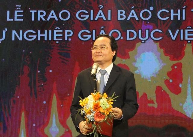 Bộ trưởng Bộ GD&ĐT Phùng Xuân Nhạ phát biểu tại buổi lễ