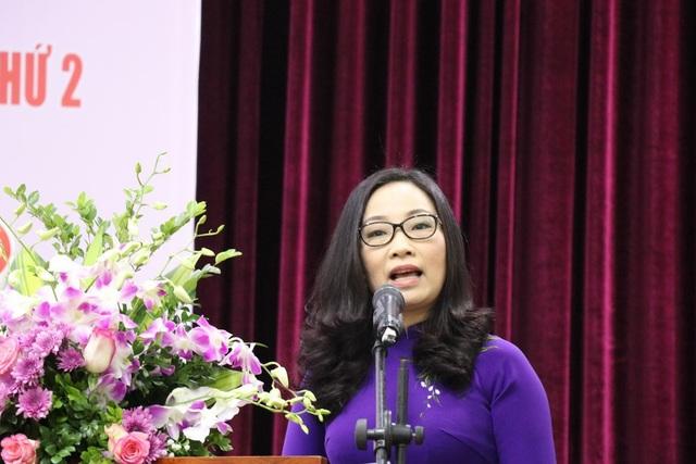 Tiến sĩ Trần Thị Ánh đại diện những người nhận giải thưởng Đinh Xuân Lâm phát biểu cảm xúc.