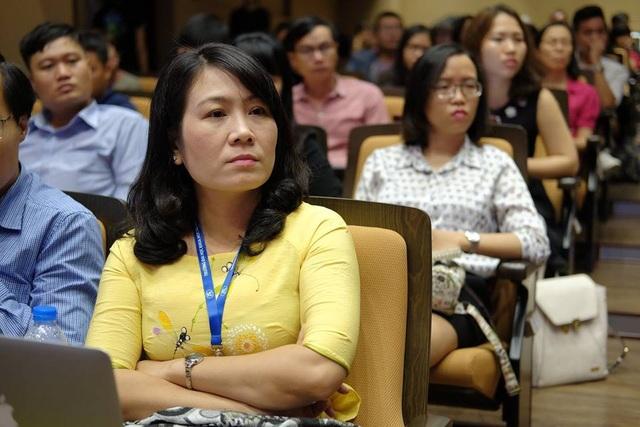Nhiều nhà giáo dục, tâm lý, giáo viên, sinh viên đến lắng nghe tại tọa đàm
