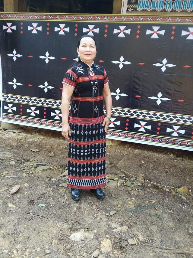 Cô Hồ Thị Liễu - một giáo viên ở đồng bằng, nay đã có 15 năm gieo chữ các em học sinh dân tộc Cơtu ở vùng cao Tây Giang (Quảng Nam).