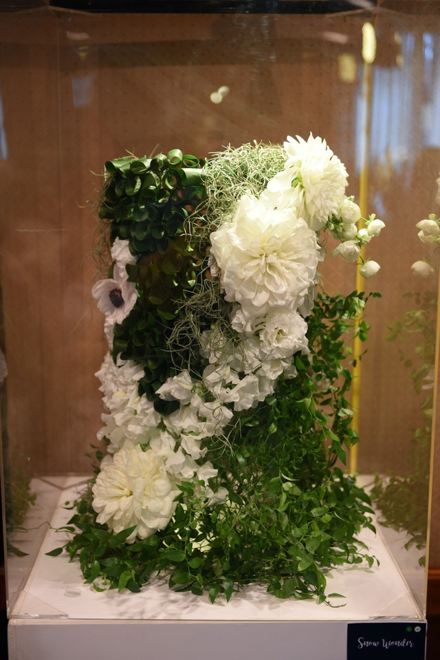 Triển lãm hoa do Liti Florist và Naniwa Flower Auction (Sàn đấu giá hoa lớn thứ 2 tại Nhật Bản) tổ chức thu hút những người yêu hoa Hà thành.