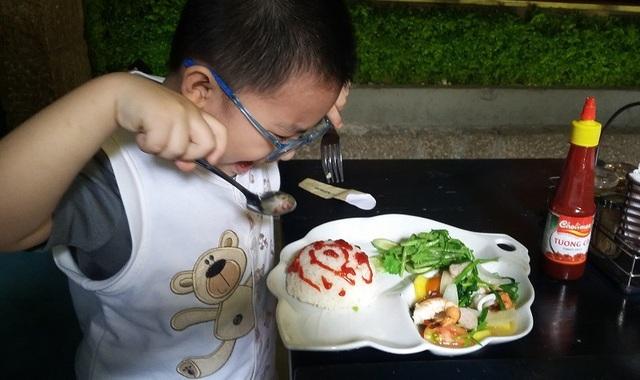 Trẻ cần chế độ ăn hợp lý, tăng cường rau và thủy hải sản, giảm thịt và chất béo
