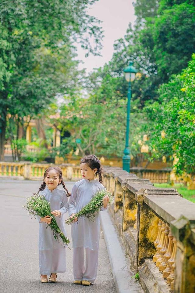 Nhằm lưu giữ những hình ảnh hồn nhiên, đáng yêu, bố mẹ của bé Thủy Tiên và bé Thủy Minh đã quyết định thực hiện bộ ảnh này.