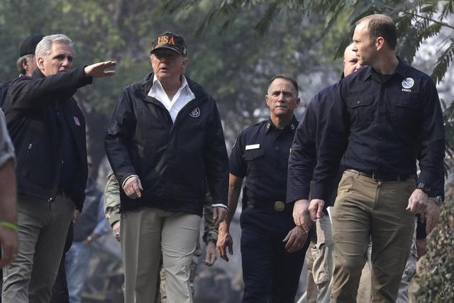 Người đứng đầu Nhà Trắng cho rằng nguyên nhân dẫn đến thảm kịch là do năng lực quản lý rừng kém. Chúng ta cần phải nâng cao năng lực quản lý và phối hợp với các tổ chức hoạt động vì môi trường, ông Trump nói. (Ảnh: AFP)