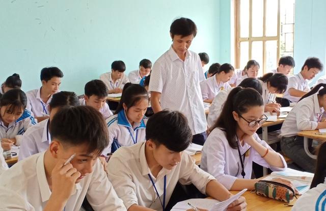 Buổi học của thầy Nguyễn Bá Tư được học sinh đánh giá là nhanh hết thời gian vì thầy có những phương pháp dạy rất hấp dẫn.