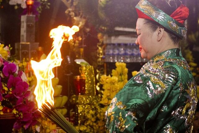 Các buổi Hầu Đồng luôn được diễn ra trong tháng điện ông Hoàng Mười. Ảnh: Nguyễn Lăng