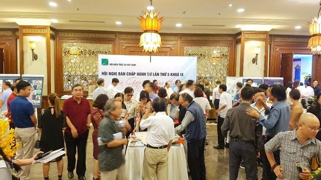 Hơn 300 KTS đại diện cho hàng vạn KTS trên cả nước về tham dự, đóng góp ý kiến cho định hướng phát triển nền kiến trúc Việt Nam thời đại mới