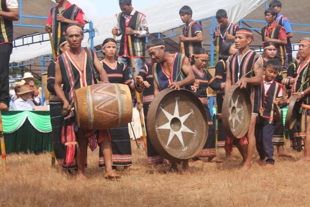 Cùng du khách hòa nhịp trong tiếng chiêng của những người dân bản địa