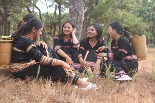 Niềm vui ngày hội của những thôn nữ Jrai