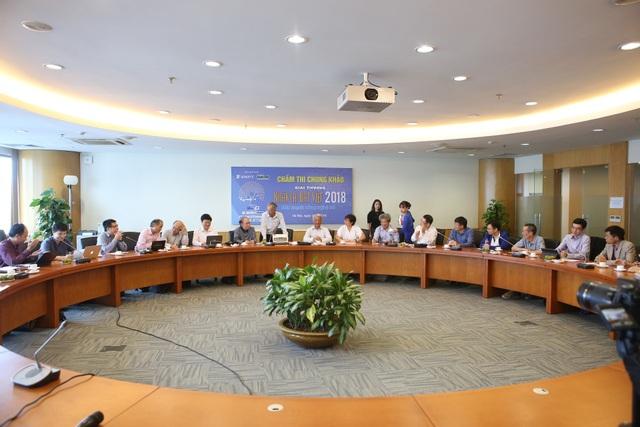 Buổi họp hội đồng của BGK trước khi bước vào buổi thi chấm chung khảo Giải thưởng NTĐV 2018 lĩnh vực CNTT.