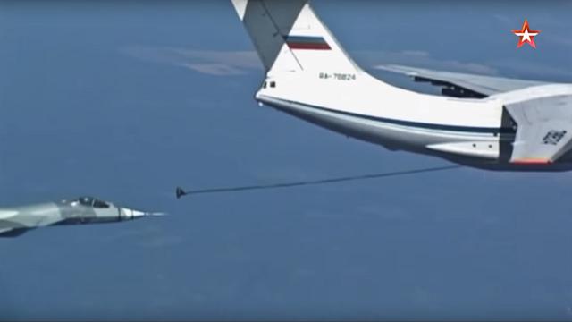 Máy bay chiến đấu Nga thực hiện màn tiếp nhiên liệu trên không. (Ảnh: RT)