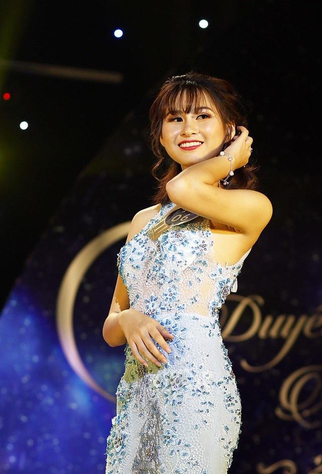 Ngô Quỳnh Trang giành giải Thí sinh có nụ cười tỏa sáng